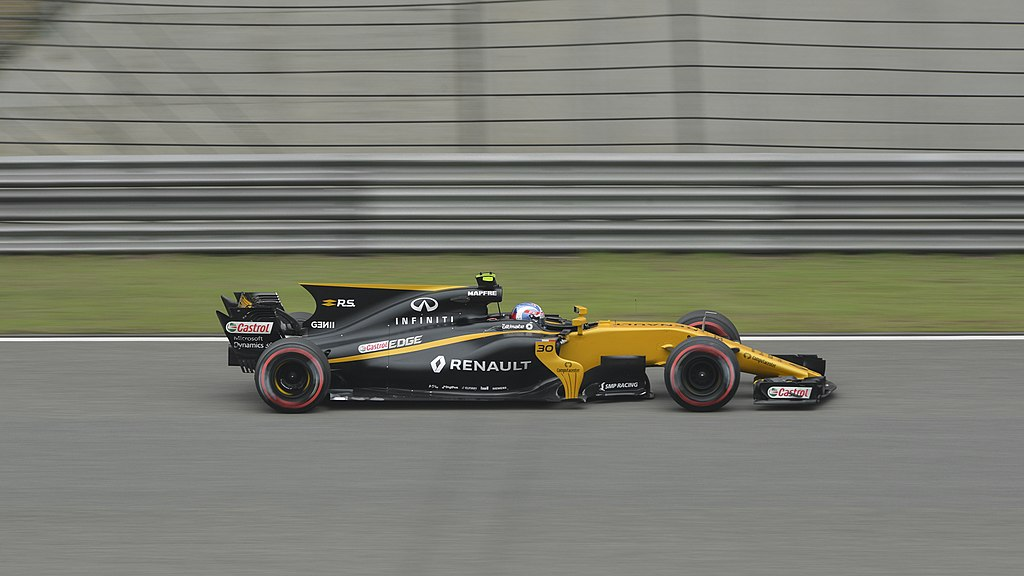 Jolyon Palmer driving for Renault in 2017 (Credit: Wikimedia Commons [emperornie])